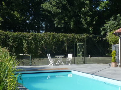 Self catered holiday cottage accommodation near chichester harbour the south downs chichester for Holiday cottages with swimming pools uk
